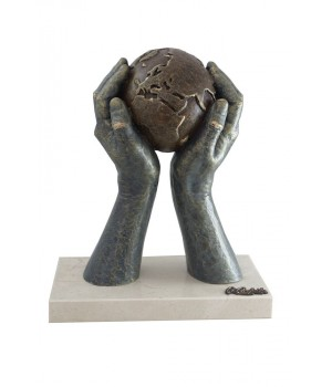 Скульптура «Мир в твоих руках», малая